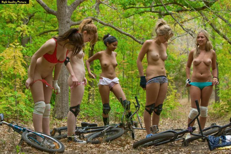 In-Bmx-In-Gruppo-Nude-Nel-Bosco  Goodbike Le Altre Foto-6094